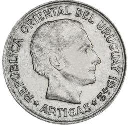 // 1 peso, 720-as ezüst, Uruguay, 1942 // - José Artigas Uruguay és Argentína nemzeti hőse. Uruguay mai fővárosában, Montevideoban született, a spanyol uralom alatt. Katonaként sokat harcolt, tett Argentína és hazája függetlenségéért. Az ezüst érme hátlap