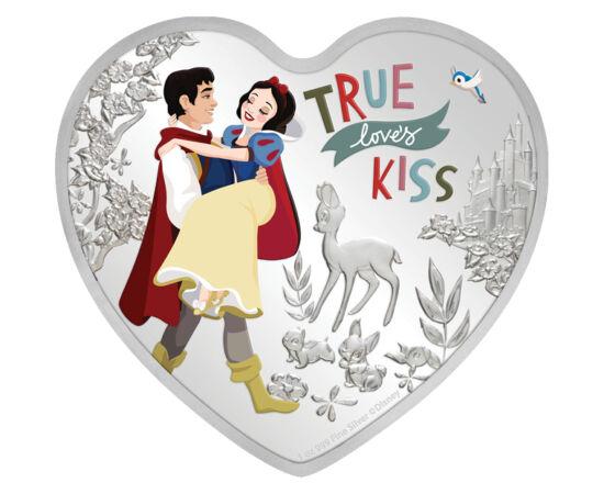 """// 2 dollár, 999-es ezüst, Niue, 2020 // - Az igaz szerelem csókja a mesékben csodákra képes: megtöri az átkot, vagy visszahozza a hercegnőt a halálból is. A """"boldogan éltek míg meg nem haltak"""" befejezés nemcsak a gyerekeket, hanem sokszor a felnőtteket i"""