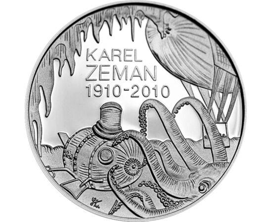 // 200 korona, 900-as ezüst, Csehország, 2010 // - 2010-ben a Cseh Nemzeti Bank ezüst 200 korona kibocsátásában emlékezett meg Karel Zeman filmrendező születésének 100. évfordulójáról. Filmjeiből érezhető kisfiús kalandvágya, mely élete végéig jellemző vo