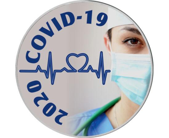 // 25 cent, USA, 2020 // - 2020 áprilisára az USA lett a gócpontja a COVID-19 koronavírusnak, mely 2019 decemberében jelent meg a kínai Vuhan tartományban és 2020 tavaszán az egész világot, köztük hazánkat is bezárkózásra kényszerítette. Az érmén megjelen