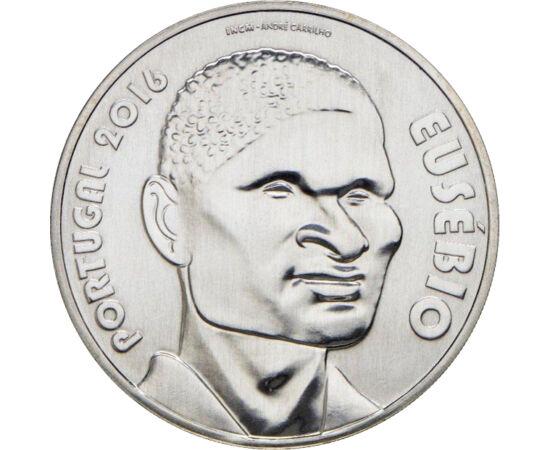 // 7,5 euró, 500-as ezüst, Portugália, 2016 // - Eusébio a portugál és a világ labdarúgásának legendája. Ő volt az első afrikai játékos, aki világhírnévre tett szert. Az 1966-os világbajnokság gólkirálya, összes góljainak száma több, mint ahány mérkőzésen