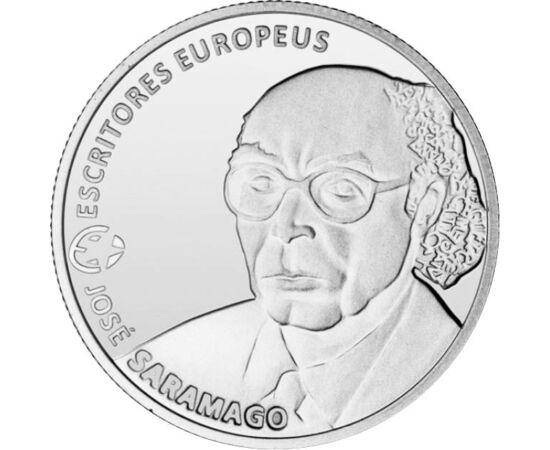 // 2,5 euró, Portugália, 2013 // - José Saramago portugál író 1998-ban kapta meg az irodalmi Nobel-díjat. Legismertebb műve a Jézus életéttörténetét újraíró Jézus Krisztus evangéliuma. Az író tiszteletére jelent meg 2013-ban ez a portugál 2,5 eurós emléké