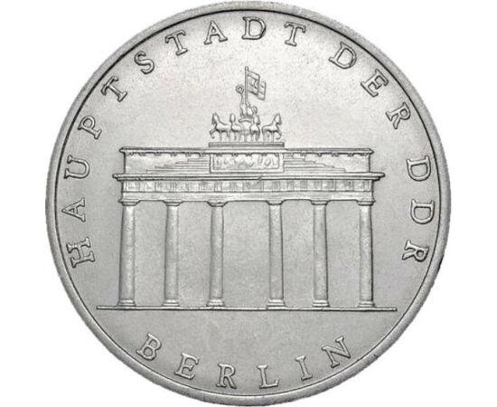 // 5 márka, Német Demokratikus Köztársaság, 1971-1990 // - A Brandenburgi kapu Európa XX. századi történelmének talán legszimbolikusabb építménye, Nyugat- és Kelet-Berlin határa volt.1990-ig a hidegháború szimbóluma volt, azt követően pedig Németország és