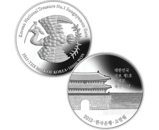 // 50000 won, 999-es ezüst, Dél-Korea, 2013 // - Szöulban található a nagy déli kapu, a Namdaemun. Ez volt a legnagyobb fából készült kapu Koreában, amit Taejo király építtetett 1395-ben, hogy megvédje a várost a tigrisektől. Színezüst érmén is impozáns,