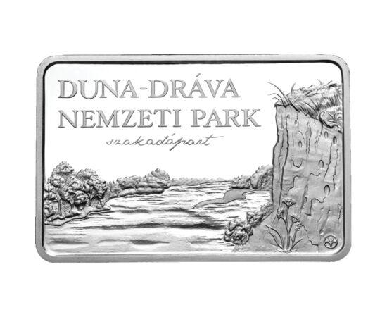// 5000 forint, 925-ös ezüst, Magyar Köztársaság, 2011 // - A nemzeti parkhoz tartozik a Gemenci erdő, hazánk legnagyobb összefüggő ártéri erdeje. Az érmén a táj jellegzetes madara, a fekete gólya látható, valamint a partifecskék üregei a folyóparti löszf