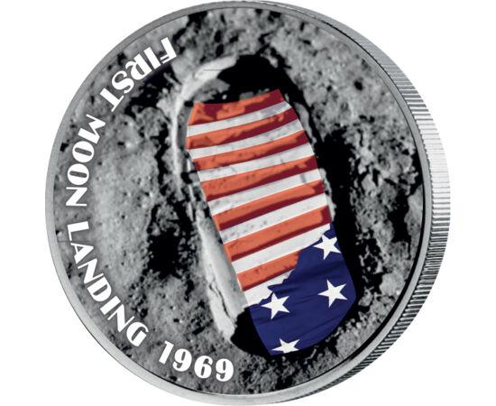 // 25 cent, USA, 2004 // - Köszöntse ez a színezett érme a Holdra szállás 50. évfordulóját. Az amerikai űrprogram központjának otthont adó Florida államot bemutató érmén megjelenő legendás lábnyom immár 50 éve hirdeti az emberi akarat és tudás nagyszerűsé