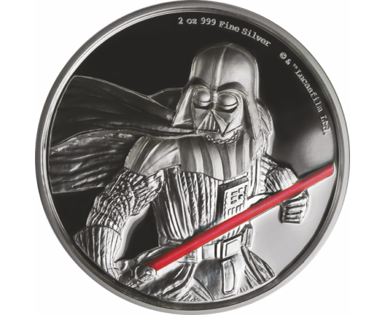 Darth Vader alakja és vörösen izzó fénykardja egy nagyméretű, 2 unciás színezüst pénzen. Exkluzív díszdobozban.