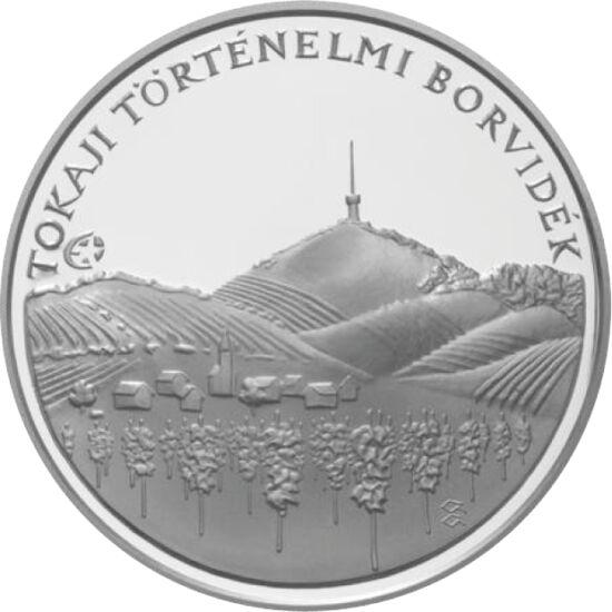 // 5000 forint, 925-ös ezüst, Magyar Köztársaság, 2008 // - Tokaj borvidéke az UNESCO világörökség része. Az itt készített aszú bort a Napkirály, XIV. Lajos nevezte a királyok borának, a borok királyának. Az ezüst emlékpénz a Tokaj-hegyet ábrázolja, és ré