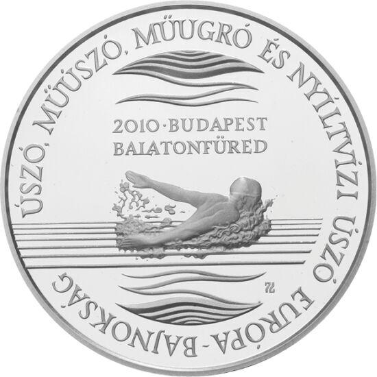 // 5000 forint, 925-ös ezüst, Magyar Köztársaság, 2010 // - 2010 nyarán hazánk adott otthont az Úszó Európa-bajnokságnak, mint ahogy jövőre a világbajnokságnak fog. A hazánkban oly népszerű és sikeres sportág már nem először jelent meg emlékpénzen 2010-be